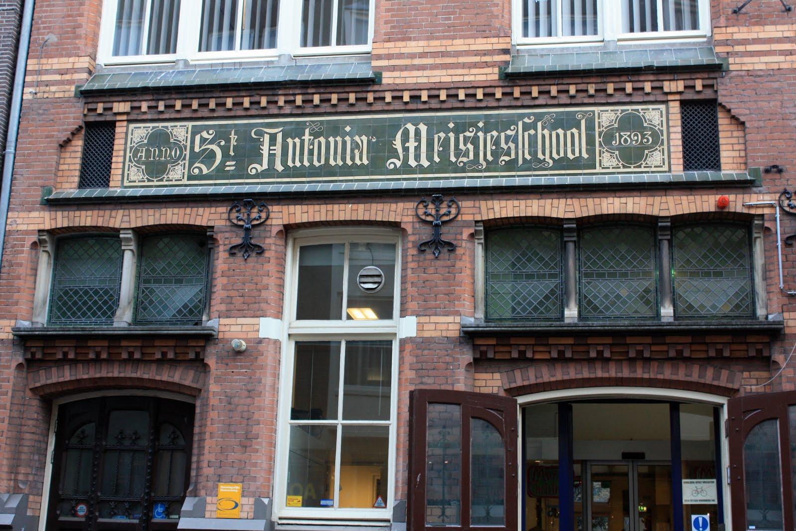 st antonia meisjes school - St. Antonia's girl's school on Haarlemmerstraat