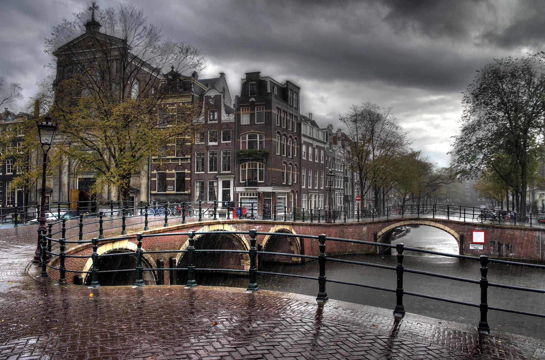 7 Bridges Corner in the rain - HDR